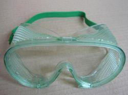 B401 Uzavřené obličejové brýle s čirým zorníkem.